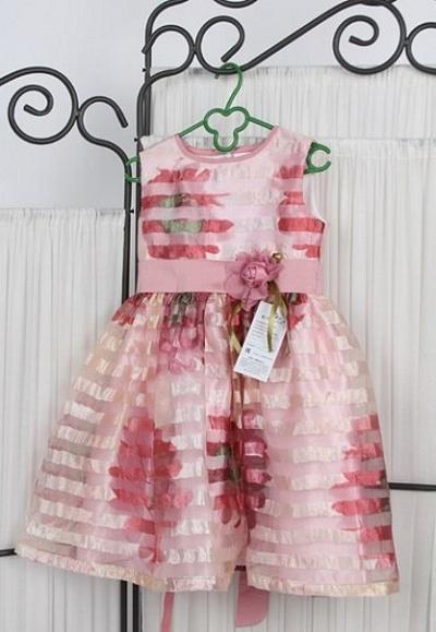 Нарядное платье в полоску.