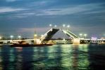Дворцовый мост закроют для машин по ночам
