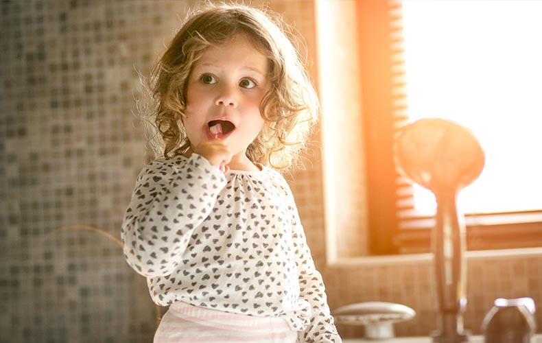 Учим ребёнка чистить зубы