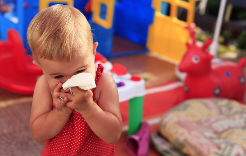 О чем могут говорить частые риниты у ребенка